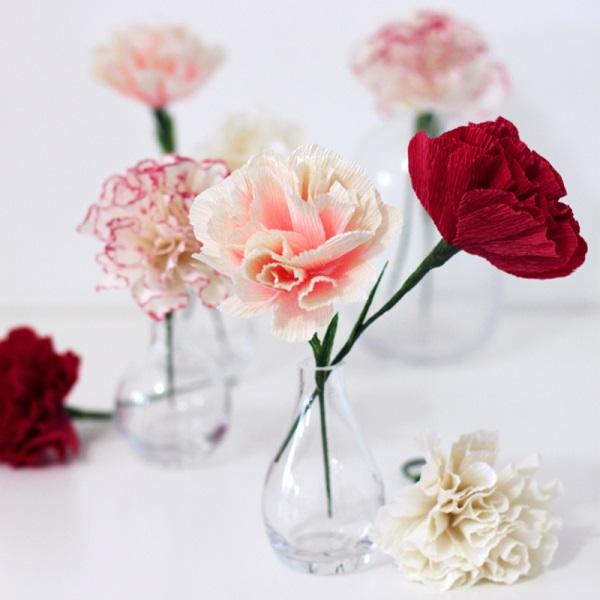 Adorable DIY Paper Carnations For Bridal Shower Decor