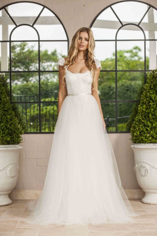 Romantic wedding dresses archives weddingomania for Romantic wedding dress designers