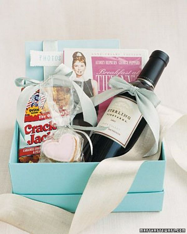 17 Breakfast At Tiffanys Themed Bridal Shower Ideas - Weddingomania