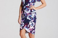 a navy floral print sheath knee dress with short sleeves, a V-neckline and pink strappy shoes