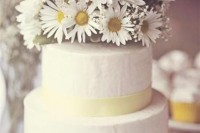 21 Romantic Ideas To Incorporate Chamomile Daisies Into Your Wedding 15