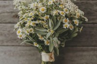 21 Romantic Ideas To Incorporate Chamomile Daisies Into Your Wedding 3