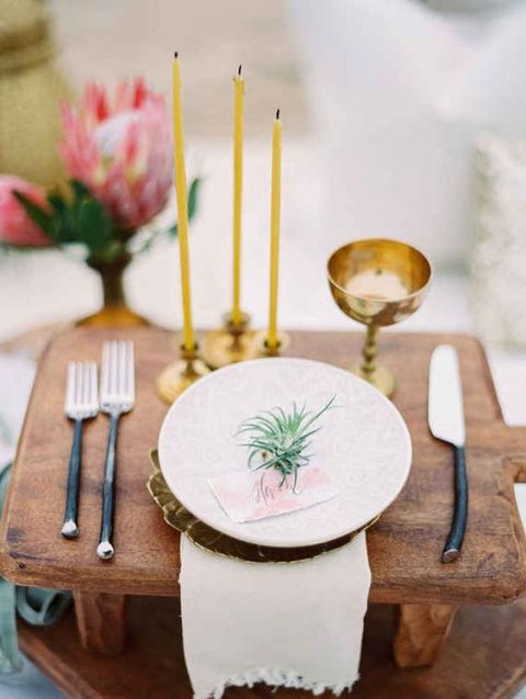 Original Ideas To Incorporate Airplants Into Your Wedding