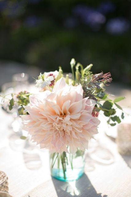 Chic Ideas To Incorporate Dahlias Into Your Wedding