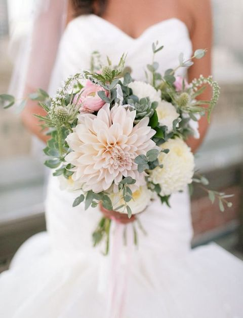 Picture Of Chic Ideas To Incorporate Dahlias Into Your Wedding 18