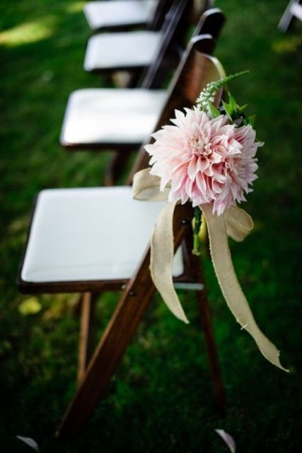 Picture Of Chic Ideas To Incorporate Dahlias Into Your Wedding 20