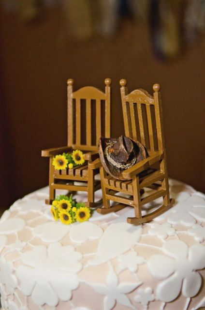 wooden chair toppers with sunflowers are a cool rustic idea for your wedding cake