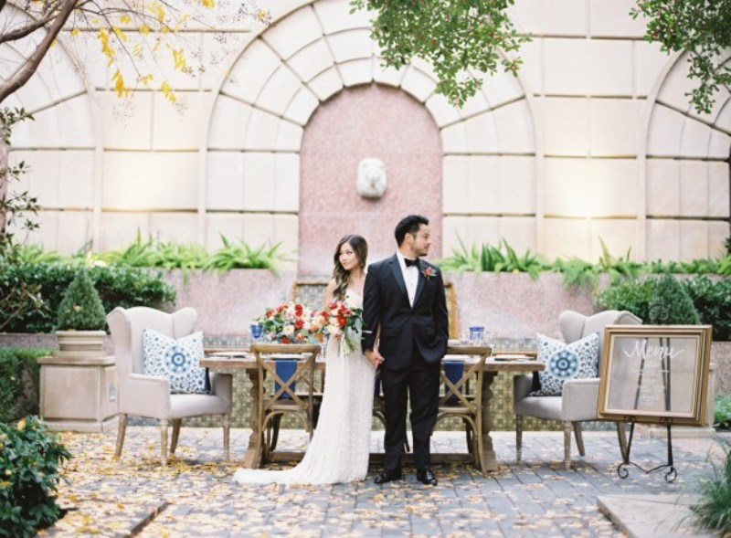 Picture Of gorgeous blue and white chinese pottery inspired wedding shoot  11