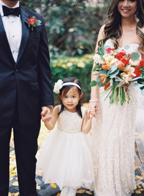 Picture Of gorgeous blue and white chinese pottery inspired wedding shoot  14