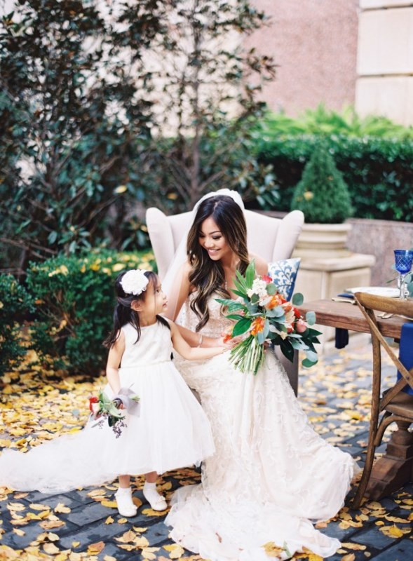 Picture Of gorgeous blue and white chinese pottery inspired wedding shoot  16