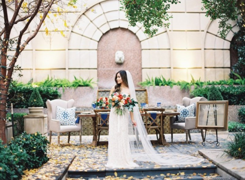 Picture Of gorgeous blue and white chinese pottery inspired wedding shoot  19