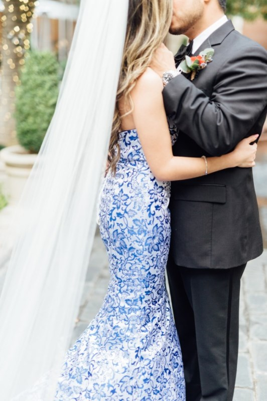 Picture Of gorgeous blue and white chinese pottery inspired wedding shoot  4