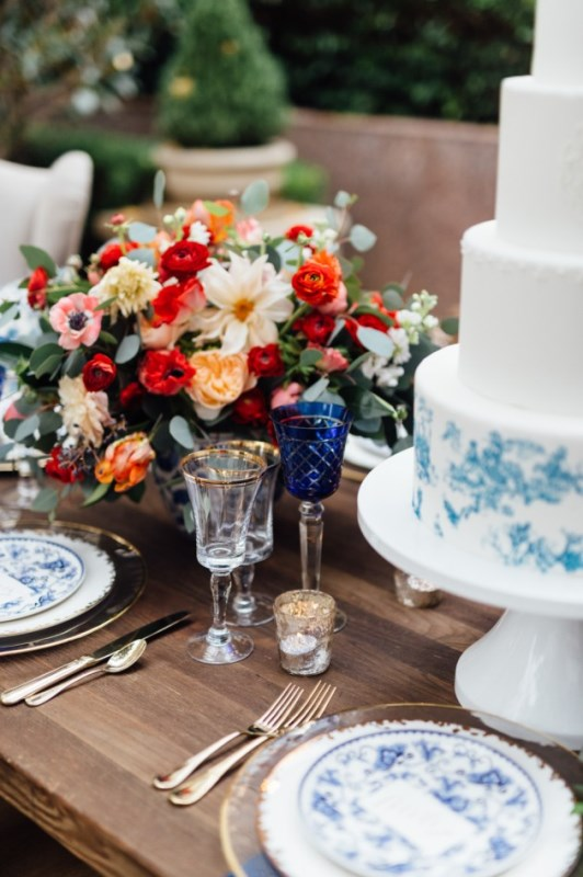 Picture Of gorgeous blue and white chinese pottery inspired wedding shoot  5