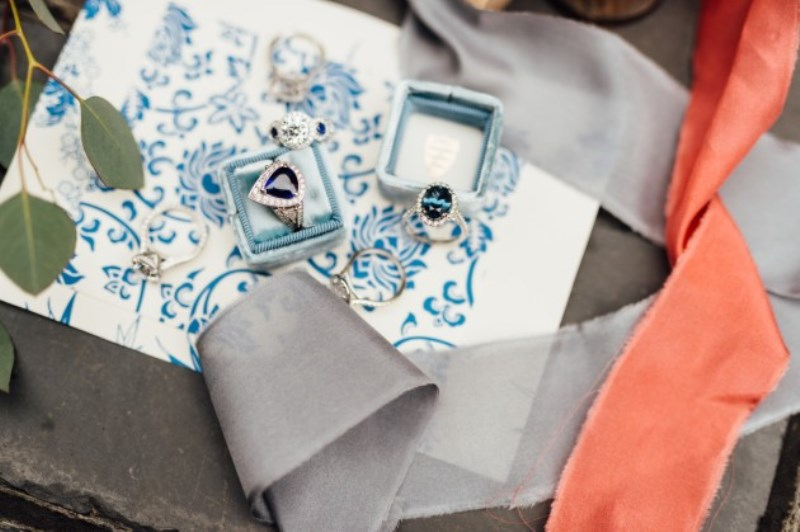 Picture Of gorgeous blue and white chinese pottery inspired wedding shoot  6