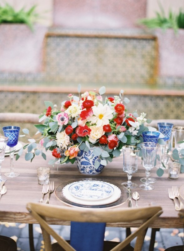 Gorgeous Blue And White Chinese Pottery Inspired Wedding Shoot