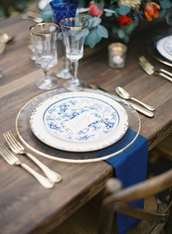 Picture Of gorgeous blue and white chinese pottery inspired wedding shoot  9