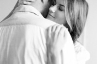 naturally-beautiful-and-intimate-engagement-photos-at-home-2