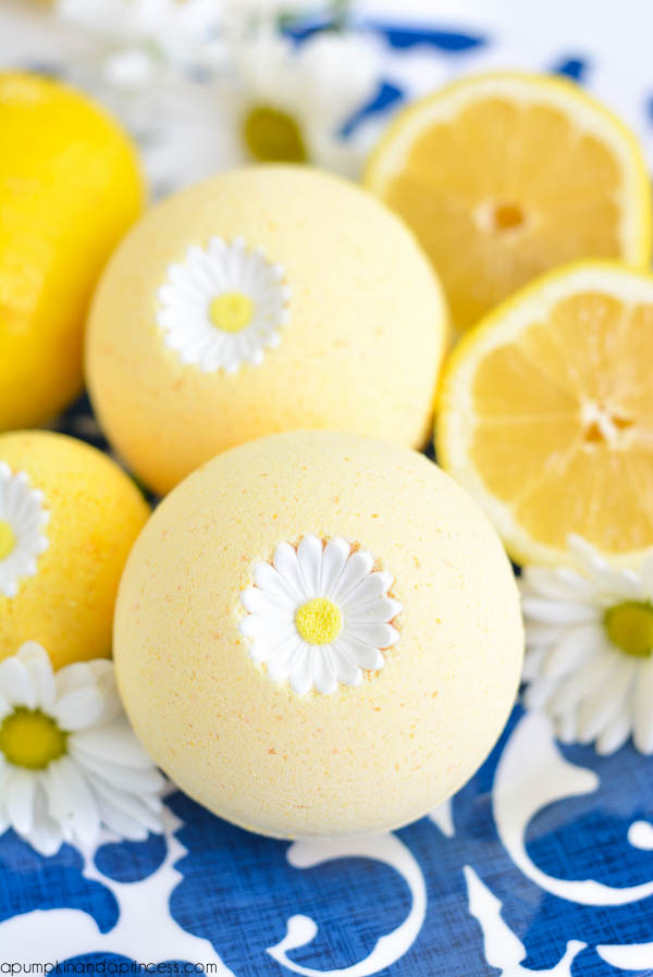 Lemon Bath Bombs (via apumpkinandaprincess)