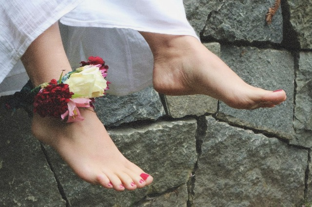 Gorgeous DIY Flower Anklet For Brides And Bridesmaids