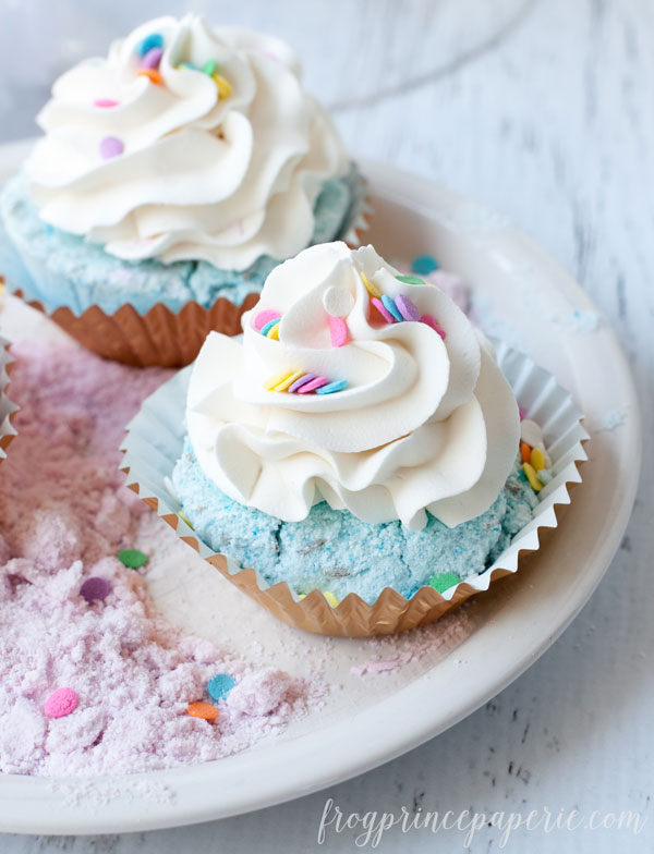 Fizzy Cupcake Bath Bomb (via madefrompinterest)