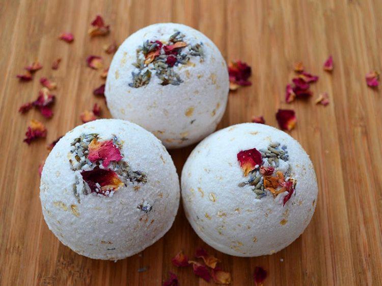 How to make Natural Rose, Lavender,  (via lovelygreens)