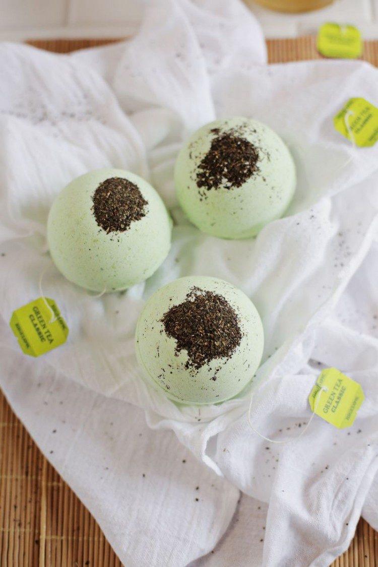 DIY Green Tea And Lemon Bath Bombs (via styleoholic)