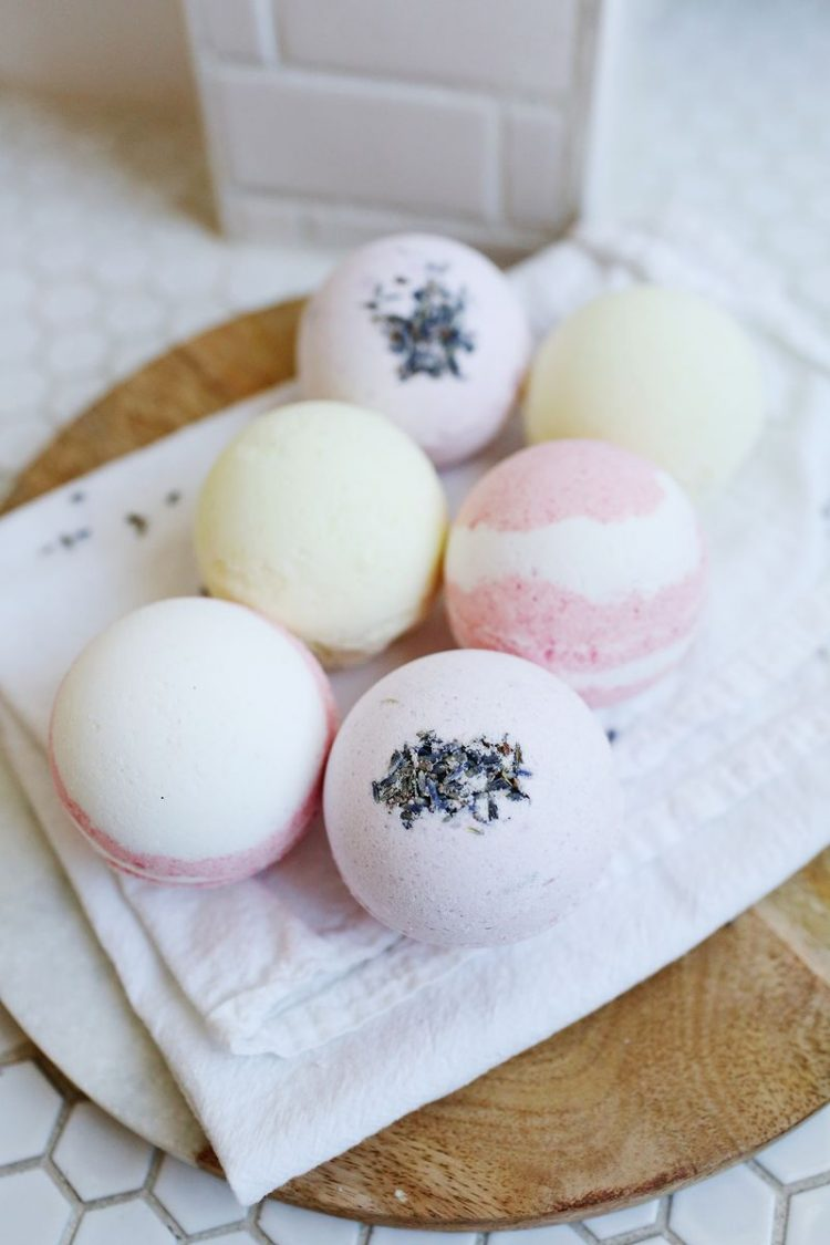 Homemade Bath Bombs (via abeautifulmess)