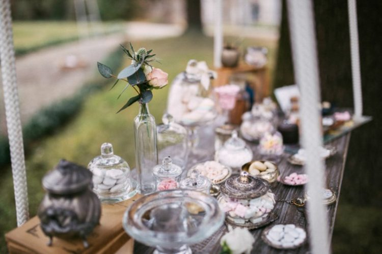 Romantic And Artistic Impressionism Themed Wedding Shoot