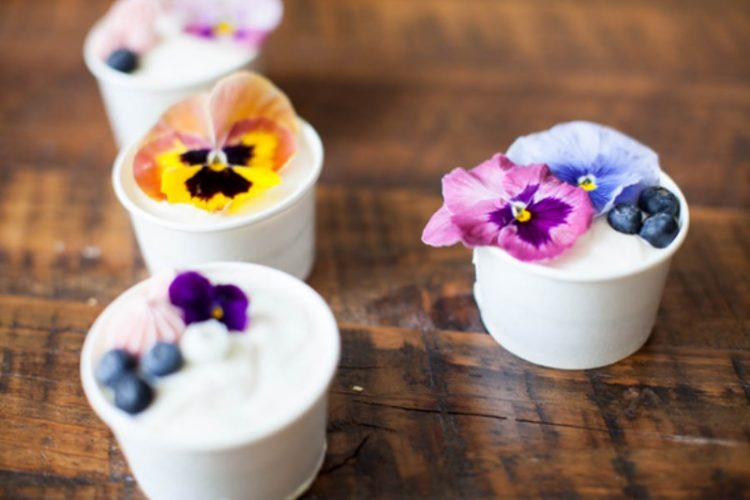 Yummy DIY Mini Cakes Favors For Your Wedding Guests