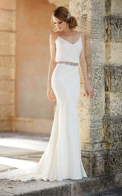 20s-inspired sheath wedding gown