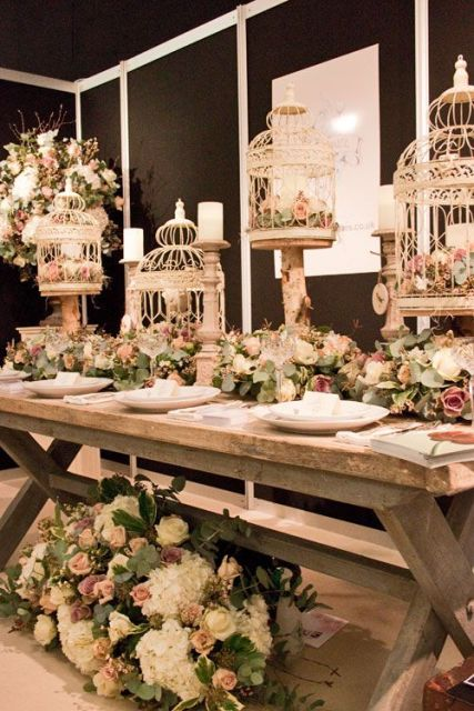 Romantic ideas to incorporate birdcages into your