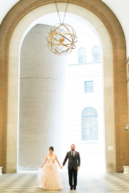 Picture Of Bright And Modern NYC Wedding 9
