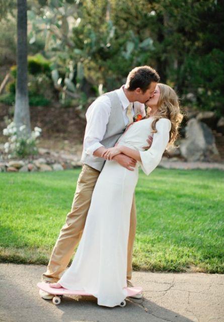 Romantic idea for skateboard wedding photo shoot