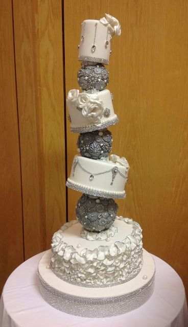 Super creative topsy turvy wedding cake