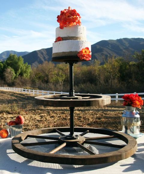 Wagon wheel cake stand for weddings