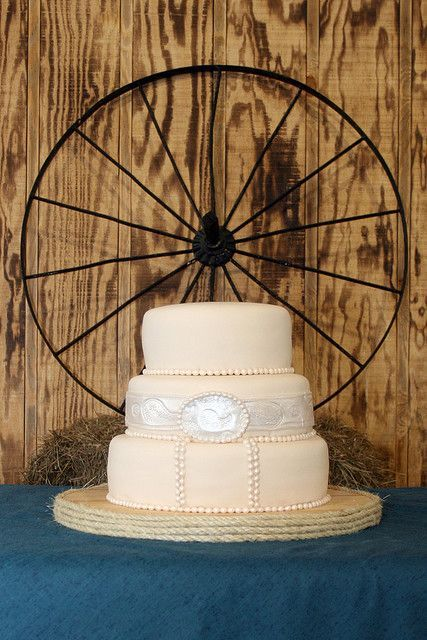 Wagon wheel decor for cake table