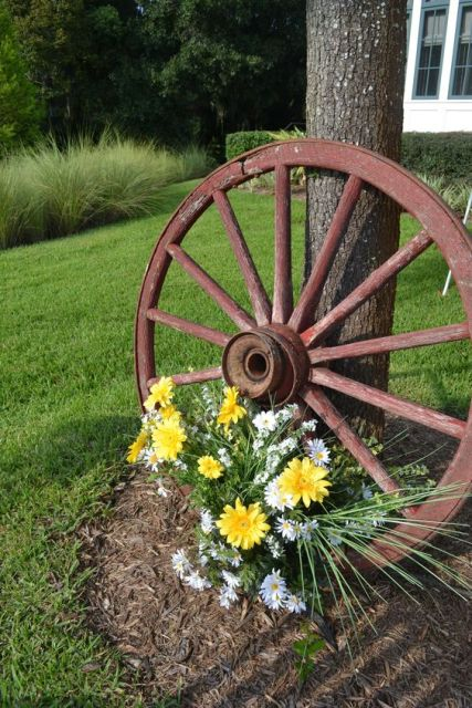 Picture Of Wagon Wheel Decorated With Flowers