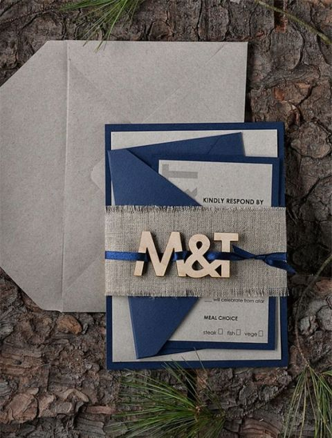 Wedding invitation with wood decor