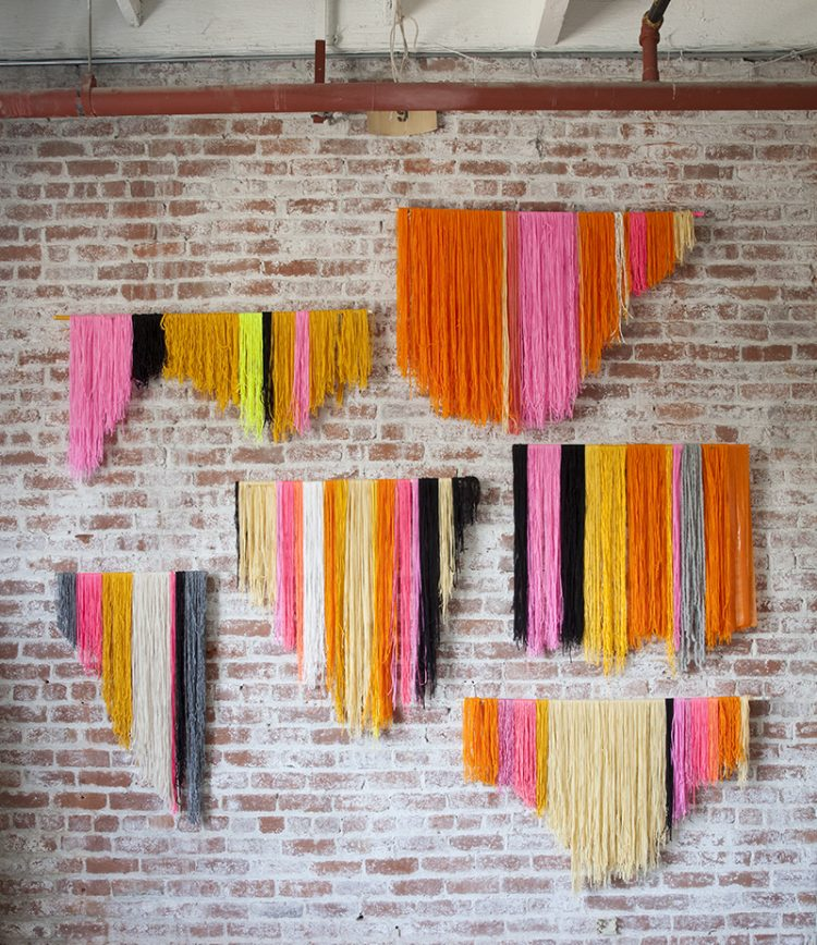 DIY yarn banner backdrop (via blog)
