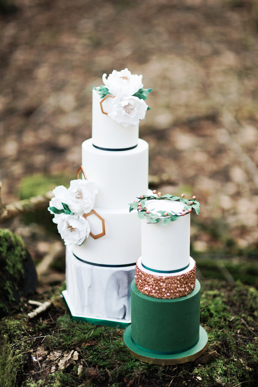 The stunning emerald and gold wedding cakes are decorated with geo patterns