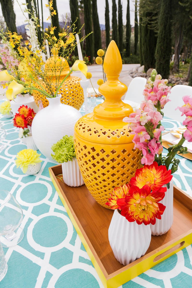 03 The tablescape catches an eye with color blocked florals