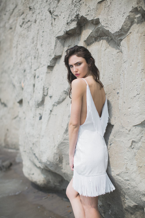 This short open back fringe wedding dress is great both for the 20s or boho wedding