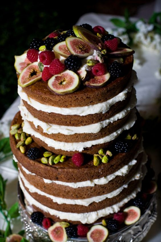 21 pistachios, blackberries and figs wedding cake