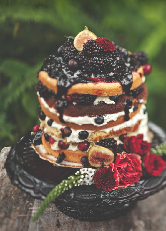 22 rich berry fall wedding cake