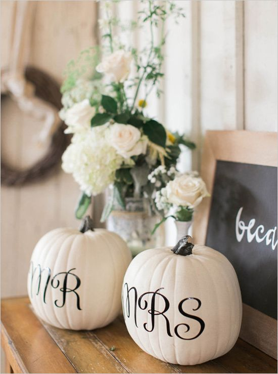 Mr&Mrs pumpkin wedding decor