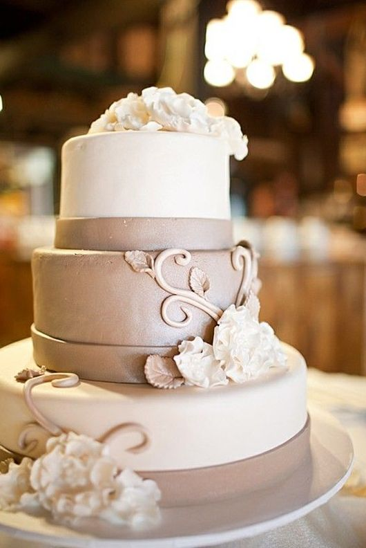 neutral wedding cake with gorgeous vignette design