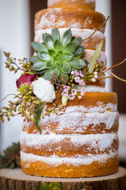 Naked cake decorated with flowers for rustic weddings