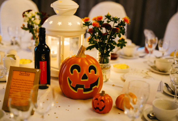Most of decorations were DIYed and included various traditional Halloween decorations
