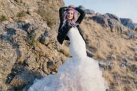06 rock-n-roll bridal look with a mermaid dress, leather jacket and pastel hair