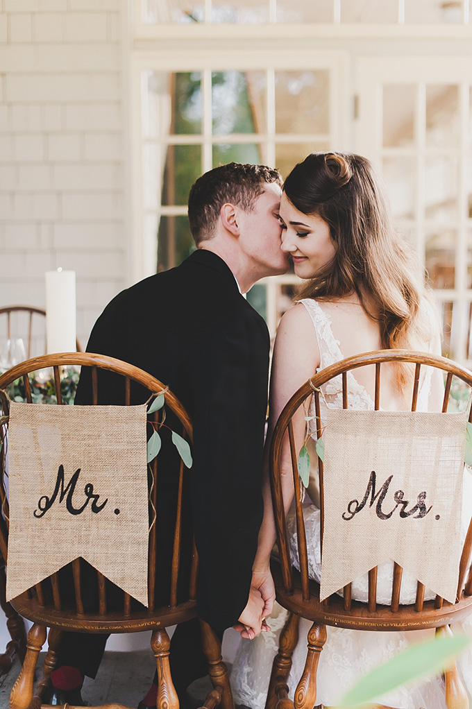 Rustic touches like these burlap hangers made the wedding cozier
